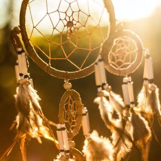San je vrijeme kad se ljubavnici (svijest i podsvijest) sretnu